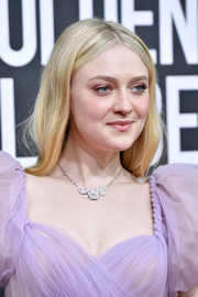 Dakota Fanning kept it minimal with this loose center-parted style at the 2020 Golden Globes.