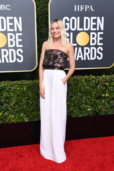 Margot Robbie looked effortlessly stylish at the 2020 Golden Globes in a strapless Chanel Couture gown with a sequined bodice and a white skirt.