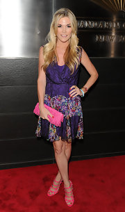 Tinsley gave her look an extra splash of color with these hot pink strappy heels.