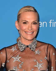 Molly Sims styled her hair into an elegant side-parted ponytail for the 2018 UNICEF Ball.