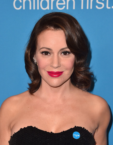 Alyssa Milano sported vintage-glam curls at the 2018 UNICEF Ball.