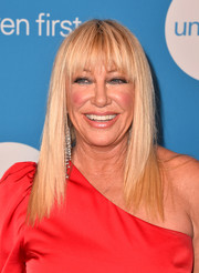 Suzanne Somers looked trendy wearing this layered cut with choppy bangs at the 2018 UNICEF Ball.