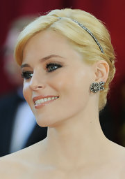 Actress Elizabeth banks added a diamond headband in blackened platinum to her blonde side-swept bun.