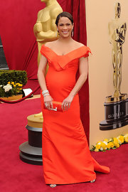 Paula Patton wore long dangling earrings to the 2010 Oscars.