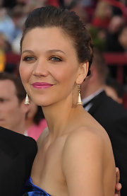 Maggie strolled the red carpet wearing 19th century ivory and diamond lily pendant earrings in 18kt yellow gold.