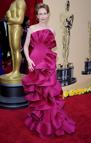 Vera wore her hair in a retro updo for the 2010 Oscars.