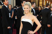 Reese Witherspoon Donned a Smoky Eye for the Oscar Red Carpet