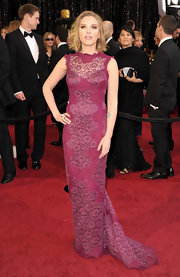 Scarlett wears a purple lace evening dress to the Academy Awards complete with an elegant train and curve-hugging silhouette.