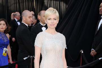 Michelle Williams Keeps It Fresh at the 2011 Oscars