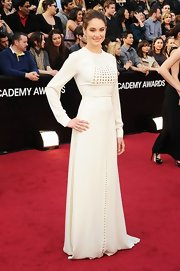 Shailene opted for a daring look, wearing a couture white frock and a chic 'do.