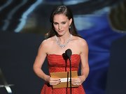 Natalie Portman attended the Academy Awards wearing an eco-friendly engagement ring and wedding band created with recycled platinum and conflict-free diamonds.