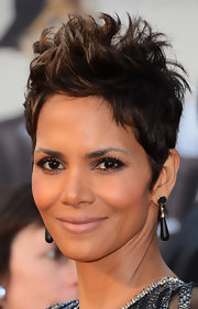 Halle Berry styled her dark brown locks into an ultra-spiky (yet strangely still soft) coif at the 2013 Oscars.