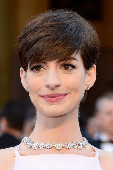 More Pics Of Anne Hathaway Short Side Part 47 Of 90 Short