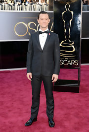 Joseph Gordon-Levitt looked classy and sophisticated on the red carpet in a black satin trimmed silk two button tuxedo and grosgrain bowtie.