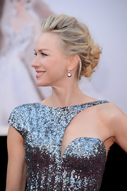 Naomi Watts channeled modern glamour at the 2013 Oscars with her hair styled loosely into a romantic updo.
