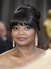 One thing we love even more than a twisted bun? A bun with bangs! Like the one seen here on the lovely Octavia Spencer.