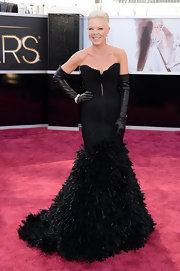 Tabitha Coffey showed her edgy style in a strapless gown with a feathered skirt at the 2013 Oscars.