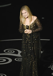 Barbra Streisand simply sparkled on the Oscars stage in a black asymmetrical chiffon-layered dress with gold sequins and beads.
