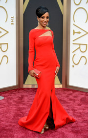 Shaun Robinson selected a bold red gown with a triangular neck cutout and a high slit for the 2014 Academy Awards.