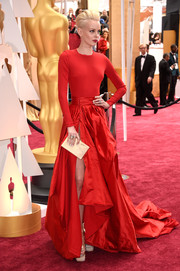 Dorith Mous opted for separates when she attended the Oscars. For her top, she chose a simple tight-fitting red sweater.