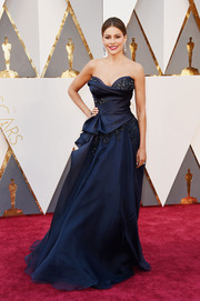 Sofia Vergara was a stunner on the Oscars red carpet in an embellished navy strapless gown by Marchesa.