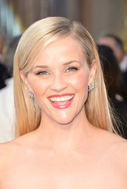 Reese Witherspoon opted for a no-frills straight 'do when she attended the Oscars.