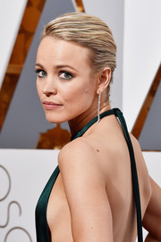 Rachel McAdams looked simply elegant with her classic bun at the Oscars.