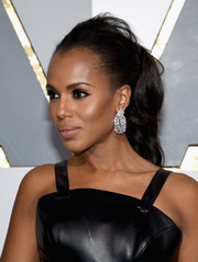 Kerry Washington sparkled at the Oscars with her Harry Winston diamond chandelier earrings.