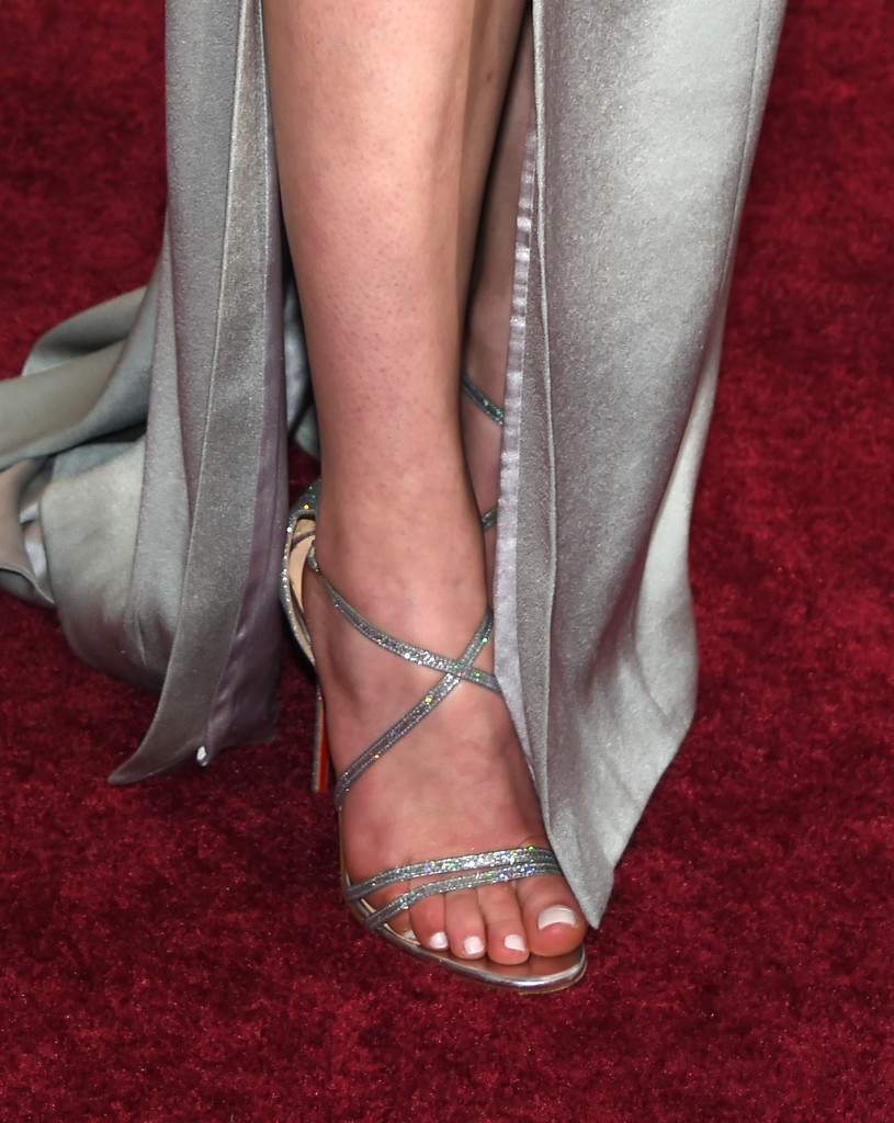 Sophie Turner Sporting Strappy Silver Sandals Oscars