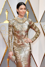 Jessica Biel amped up the sparkle with this metallic gold clutch and gown combo at the 2017 Oscars.