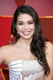 Auli'i Cravalho kept it girly with this side-swept wavy 'do at the 2017 Oscars.