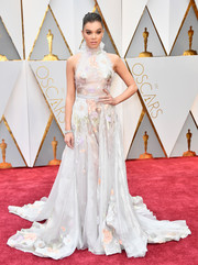 Hailee Steinfeld looked like the goddess of spring in this Ralph & Russo Couture floral halter gown at the 2017 Oscars.