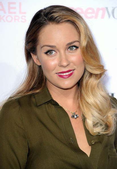 Lauren Conrad spiced up her berry lips with a sultry cat eye. Stunning!