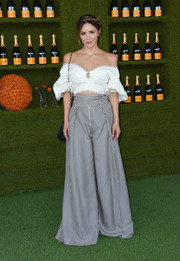 Katharine McPhee sealed off her look with a pair of striped wide-leg pants.