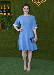 Elizabeth Henstridge completed her ensemble with an elegant velvet clutch.