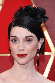 St. Vincent sported a sleek, short bob at the 2018 Oscars.
