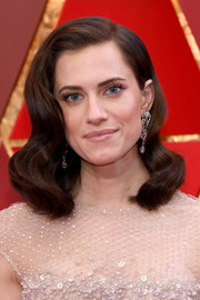 Allison Williams complemented her sparkling dress with a pair of dangling diamond earrings by Harry Winston.