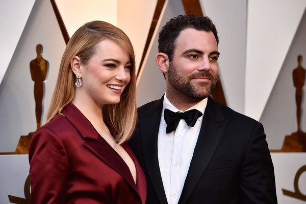 More Pics of Emma Stone Bright Eyeshadow (1 of 24) - Makeup Lookbook - StyleBistro [hair,suit,fashion,formal wear,hairstyle,event,tuxedo,carpet,red carpet,flooring,arrivals,emma stone,academy awards,hollywood highland center,california,l,90th annual academy awards]