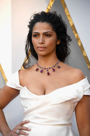 Camila Alves adorned her low-cut gown with a gemstone necklace by Chopard for the 2018 Oscars.