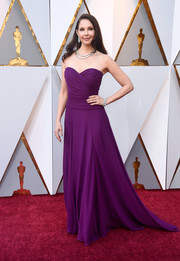 Ashley Judd stayed classic in a strapless purple gown by Badgley Mischka at the 2018 Oscars.