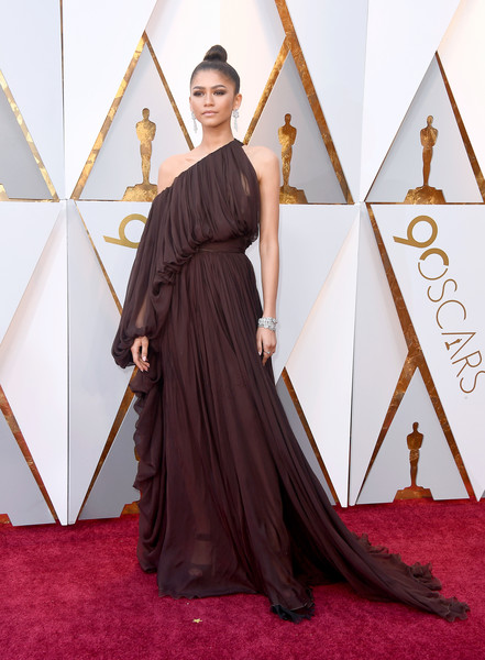 Zendaya Coleman hit the 2018 Oscars looking diva-glam in a draped off-one-shoulder gown by Giambattista Valli Couture.