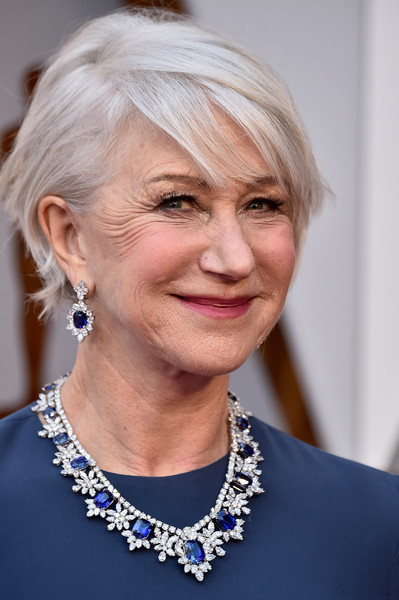 Helen Mirren wore her short hair with a deep side part at the 2018 Oscars.
