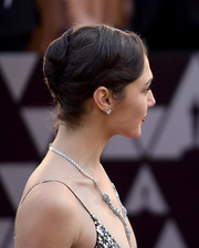 Gal Gadot styled her hair into a classic French twist for the 2018 Oscars.