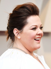 Melissa McCarthy styled her hair into a pompadour for the 2019 Oscars.
