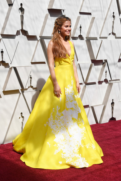 More Pics of Maria Menounos Half Up Half Down (1 of 6) - Half Up Half Down Lookbook - StyleBistro [dress,gown,clothing,red carpet,yellow,carpet,fashion model,flooring,fashion,strapless dress,arrivals,maria menounos,academy awards,hollywood,highland,california,annual academy awards]