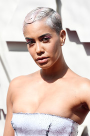 Sibley Scoles styled her hair into a finger wave for the 2019 Oscars.