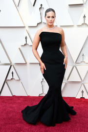 Ashley Graham flaunted her curves in a strapless black mermaid gown by Zac Posen at the 2019 Oscars.