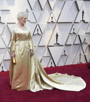 Glenn Close was the queen of the night in a caped gold wrap gown by Carolina Herrera at the 2019 Oscars.