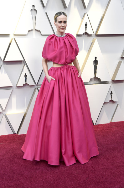 Sarah Paulson was hard to miss in this voluminous fuchsia cutout gown by Brandon Maxwell at the 2019 Oscars.