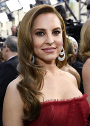 Marina de Tavira channeled Old Hollywood with this long wavy 'do at the 2019 Oscars.